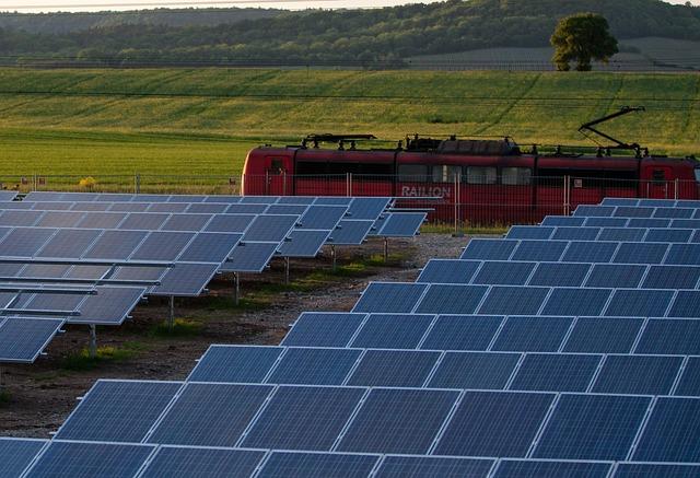 solar-cells-191691_640